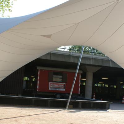 Design overkapping met zeil architectuur als rokersruimte - Texstyleroofs