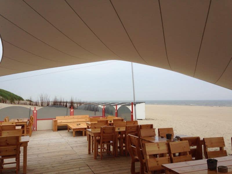Design overkapping van zeildoek op strand - Texstyleroofs