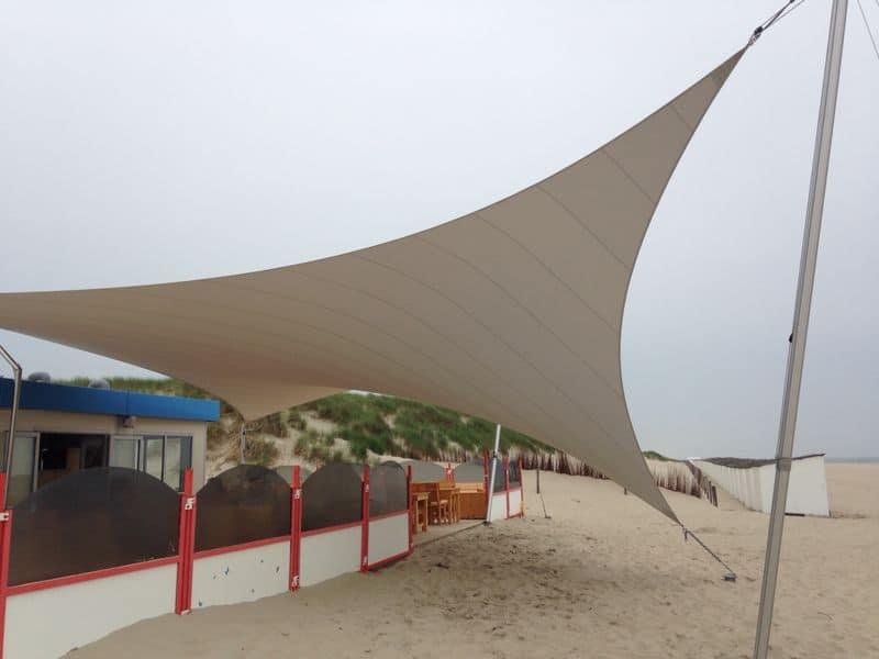 Zeiloverkapping bij strandtent - Texstyleroofs
