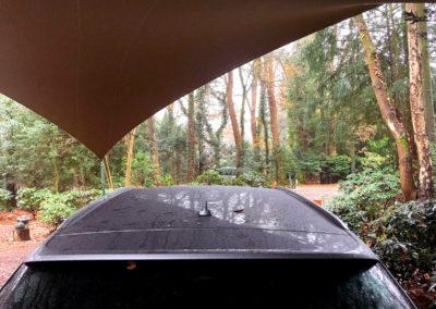 Met een overkapping is uw auto beschermd tegen weersinvloeden als regen, hagel, wind en sneeuw. Dit heeft een verlengde levensduur tot gevolg.