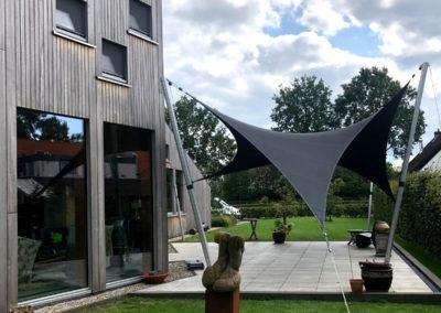 Moderne terrasoverkapping van zeildoek (NL)
