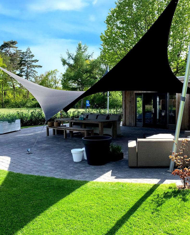 Zonwerende terrasoverkapping van zeildoek op maat
