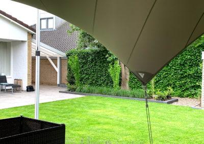 Vrijstaande zeil overkapping - moderne tuin