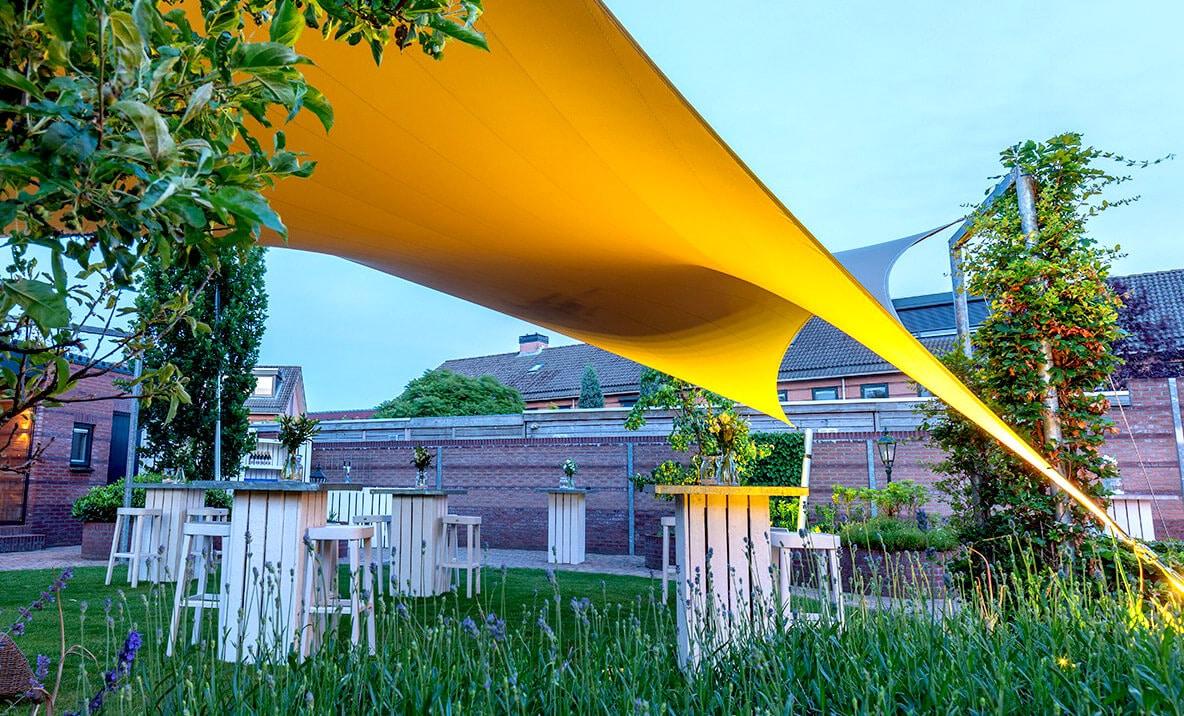 Design overkapping van zeildoek - beschut tijdens het tuinfeest