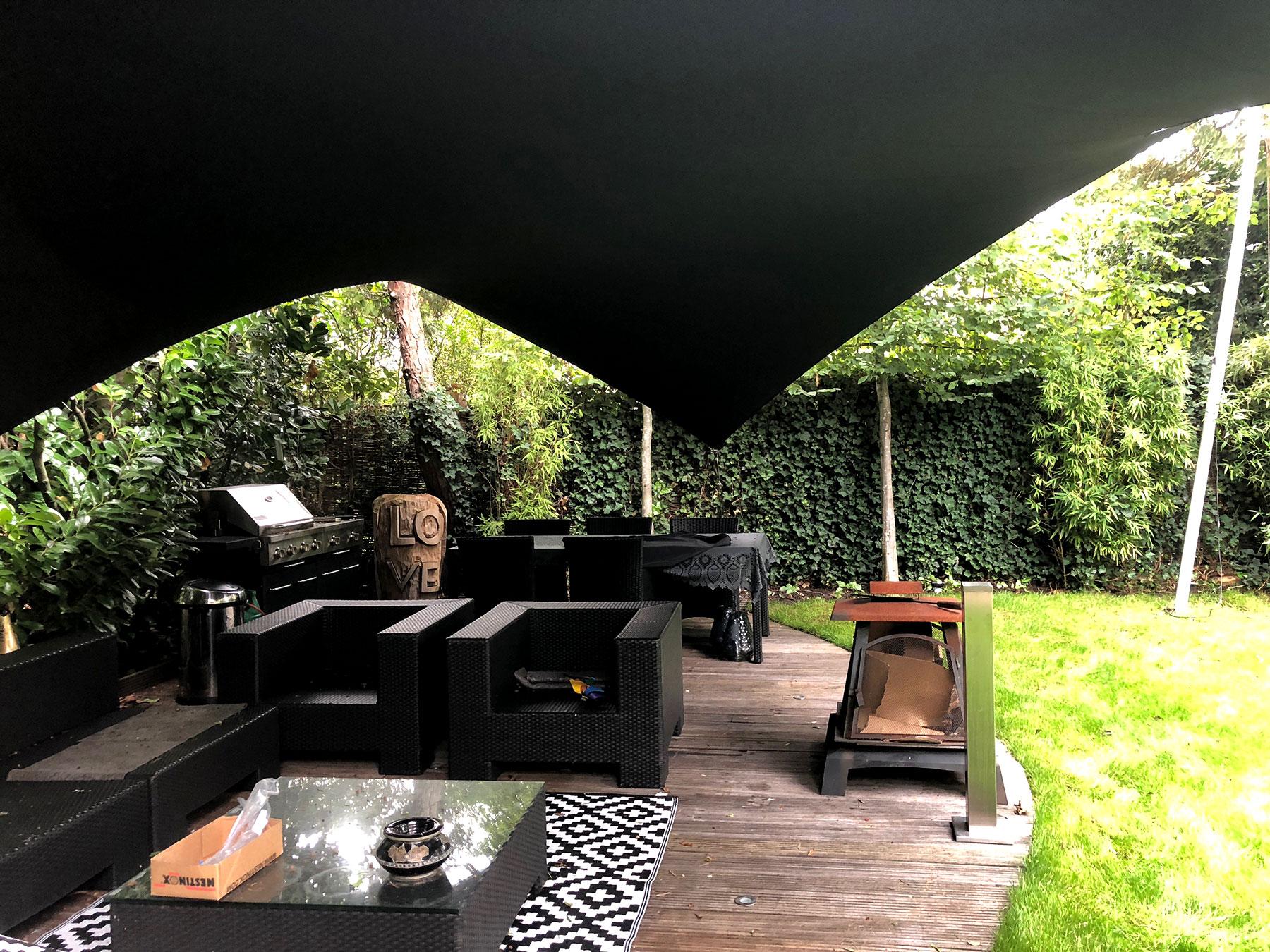 Met een luxe en high-end design overkapping van Texstyleroofs bieden wij u de mogelijkheid om heerlijk comfortabel en sfeervol te genieten van uw tuin of terras.