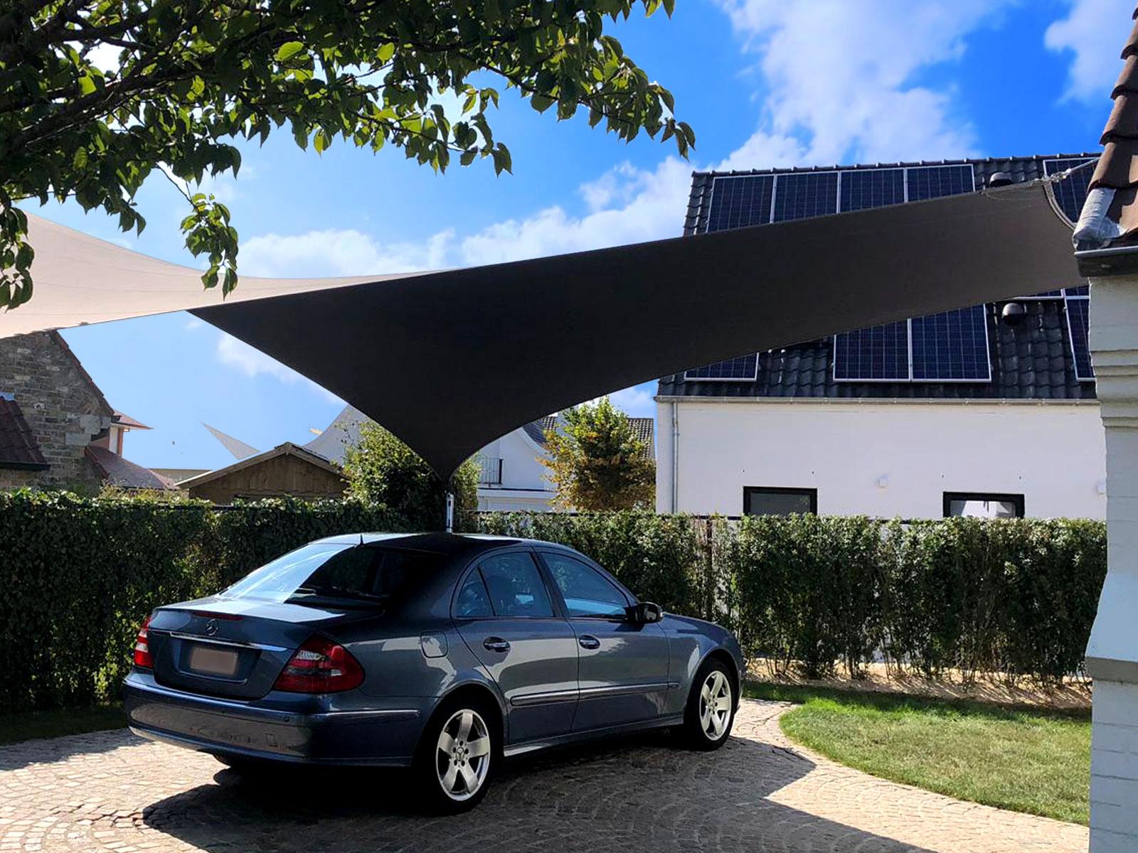 De Texstyleroofs carport overkapping weegt tussen de tien en vijftien kilo.