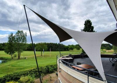 Functionele buitenruimte creëren met een zonnezeil overkapping van Texstyleroofs