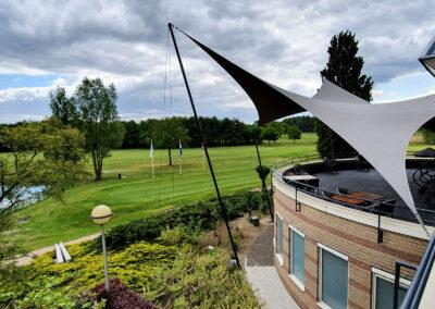 De horeca terrasoverkapping op het panoramaterras van restaurant Dimples in Best.