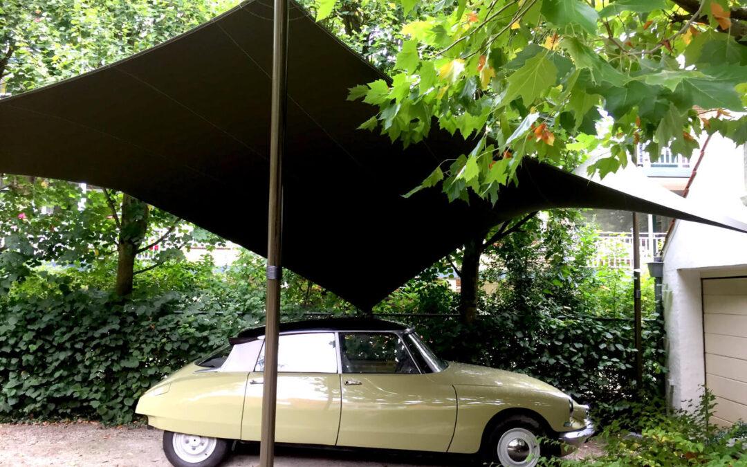 Stijlvolle overkapping ter bescherming van uw auto of oldtimer